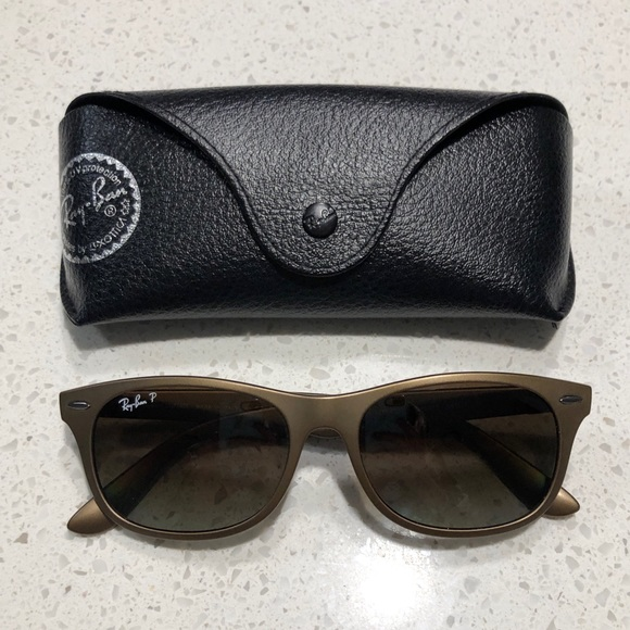 f5425b79f9 🕶Ray-ban Wayfarer Liteforce Polarized Sunglasses.  M 5c44401b6197454137fbc740